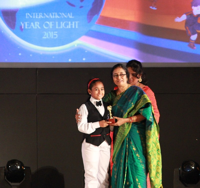 meghna-receiving-award-from-navaneetham-mam